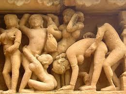 Khajuraho Tempel in India Erotische Beelden aan de buitenkant van de Tempel Kijk voor Verdieping bij de Contemplatie (Scroll naar beneden in de tekst)